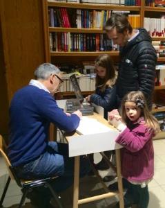 De los más madrugadores Javier Betorz con sus niñas.